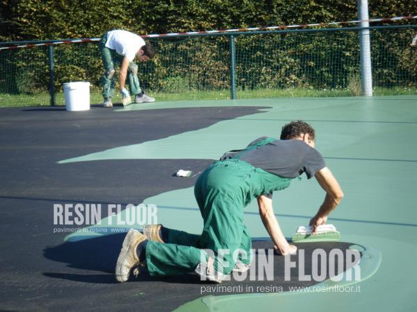 Pavimentazioni in resina per lo sport resin floor srl for Contenitori resina per esterni