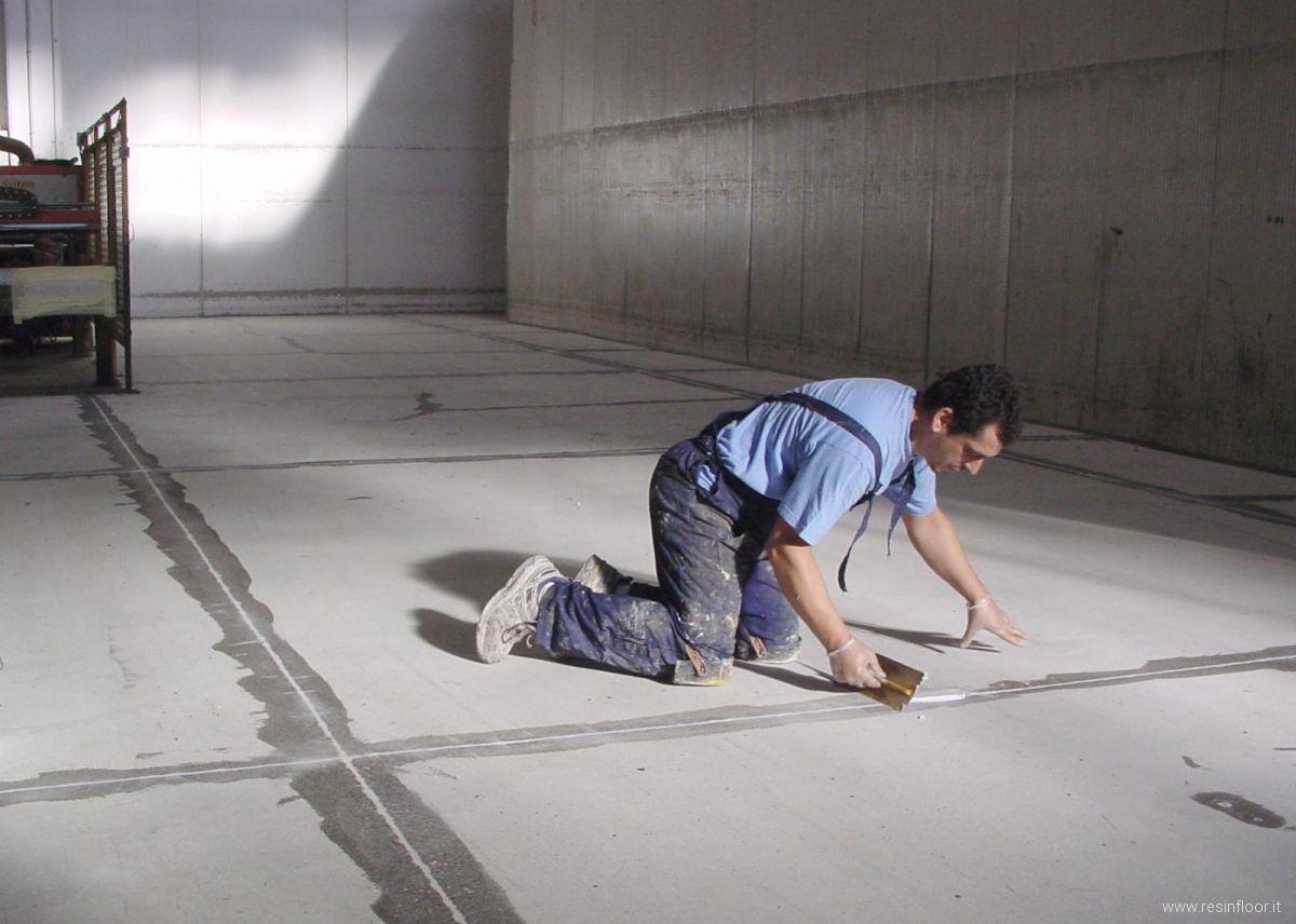 Resina pavimenti immagini fasi di lavorazione resin for Disegni unici del pavimento