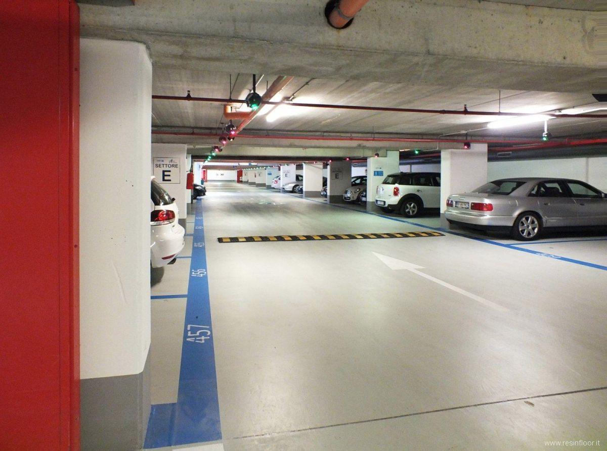 Pavimenti in resina per parcheggi garage o autorimesse - Pavimento per garage ...