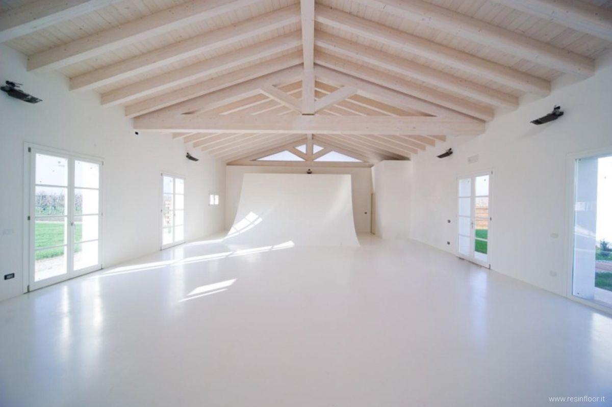 Pavimento In Resina Foto pavimento bianco puro in resina - resin floor srl