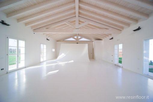 Pavimento In Resina Bianco.Pavimento Bianco Puro In Resina Resin Floor Srl