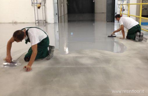 Resina pregi e difetti delle pavimentazioni resin floor srl - Pavimenti in cemento per interni pro e contro ...